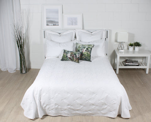 CHLOE coverlet and pillows