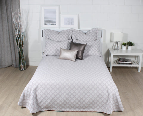 SARAH coverlet and pillows