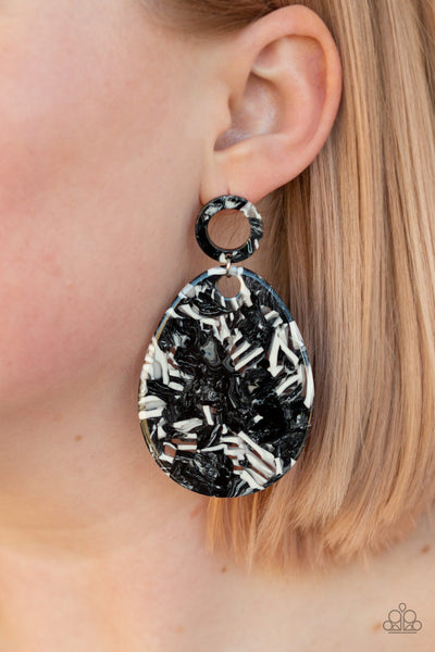 Retro-Politan Paparazzi Earrings-Black