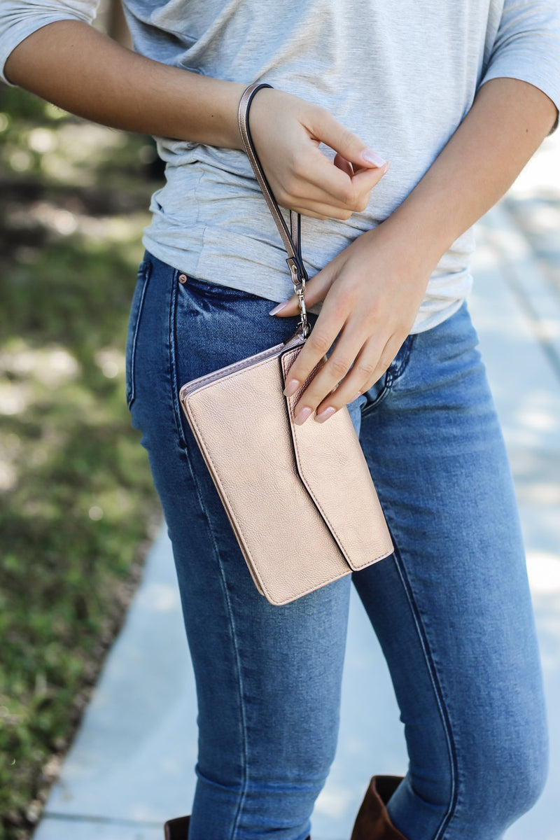 Dani Touch Screen Crossbody In Rose - Hollie's Boutique