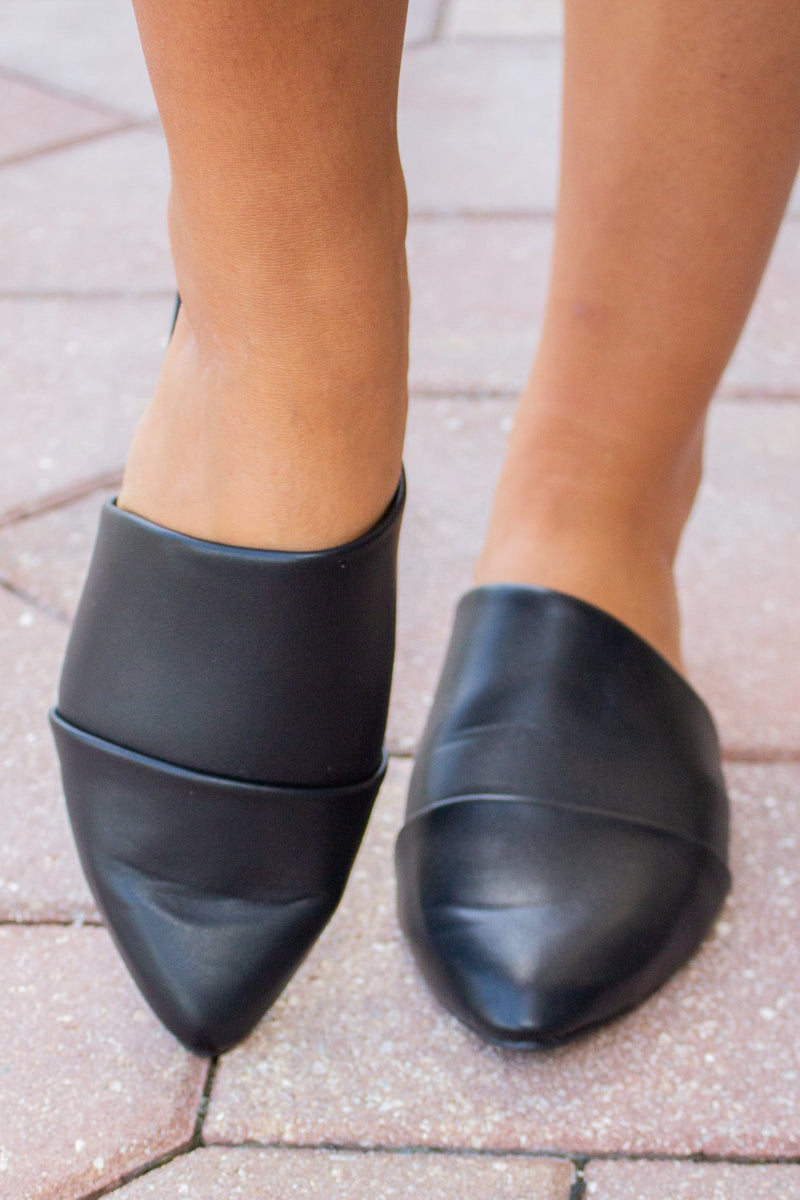 Vienna Slip On (Black) - Hollie's Boutique