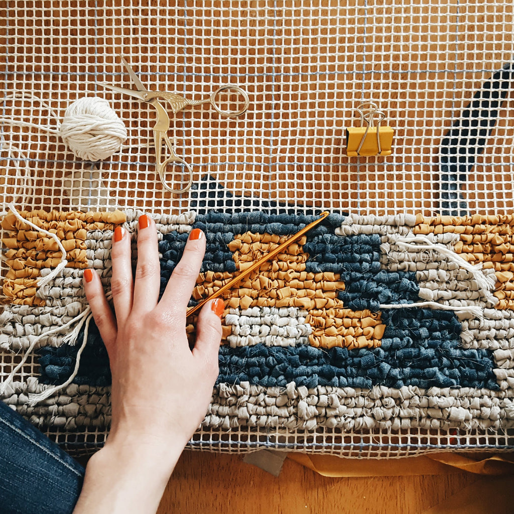 Rug Making: A Beginner's Guide to Locker Hooking