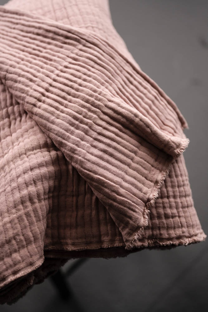 1/2m Merchant & Mills - Quilted Wobble Gauze - Edie Pink