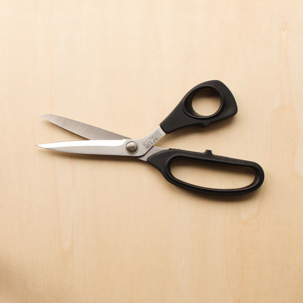 KAI N5220 8 1/2 Inch Shears - Right Handed
