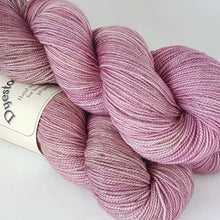 Load image into Gallery viewer, Merino 4ply high twist - Ashes of roses