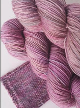 Load image into Gallery viewer, Merino 4 ply high twist - Antique rose: batch 03