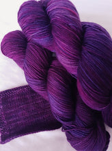 Load image into Gallery viewer, Merino 4ply high twist - Bearded iris