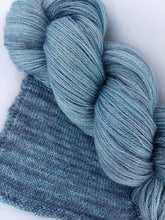 Load image into Gallery viewer, BFL/Silk Lace - Smoky blues