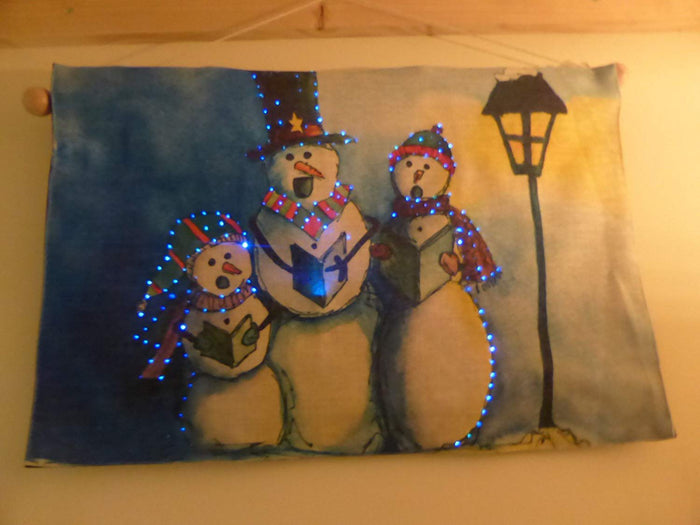 UK-Gardens Singing Snowmen Large Flashing Tapestry Christmas Picture With LED Lights 60 x 40cm Indoor Decoration