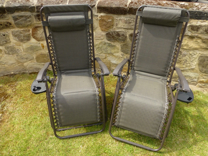 Set of 2 Brown Padded Recliner Chairs And 2 Side Trays