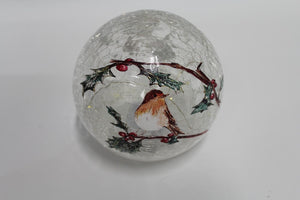 UK-Gardens 15cm Robin Scene Crackle Ball LED Christmas Decoration