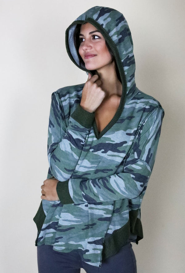 CAMO PULLOVER HOODIE