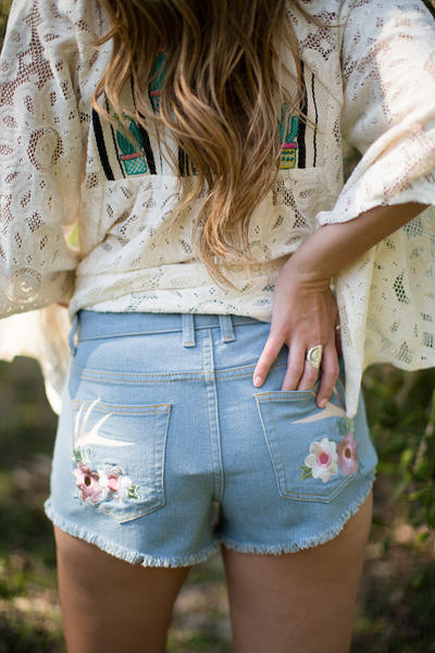 JUDITH MARCH DENIM SHORTS WITH ANTLER/FLOWER DETAIL ON BACK POCKET