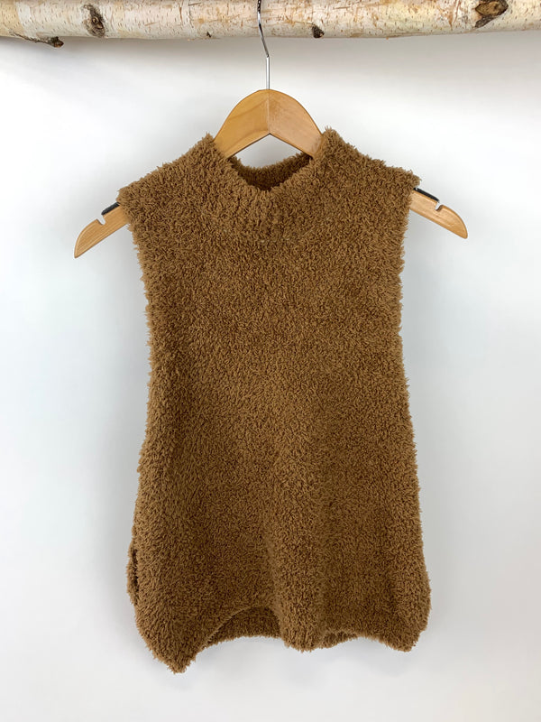 JUDITH MARCH BASIC FUZZY SLEEVELESS SWEATER- MOCHA