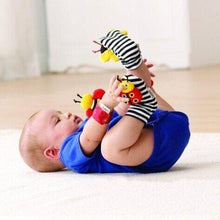 Cargar imagen en el visor de la galería, High-contrast Foot Finders Cartoon Bee/ladybug Baby Wrist Rattle Infant Bebe Socks Booties Baby Toys Wholesale