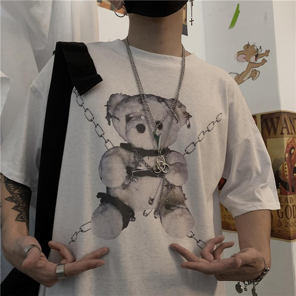 KOREAN STREET FASHION BEAR IN CHAIN T-SHIRT