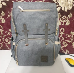 FAMICARE-Diaper-Bag-With-USB-Port-Revew-1