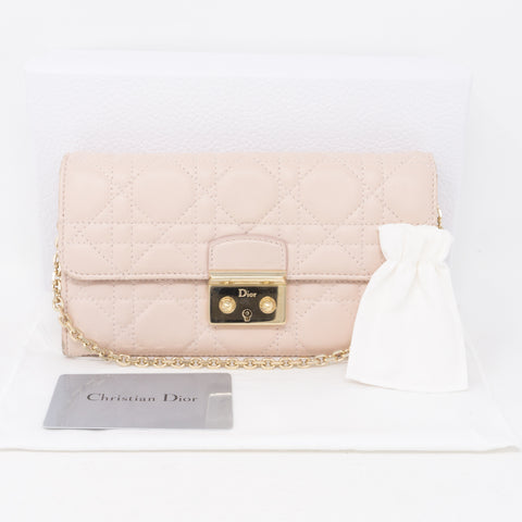 Wallet on Chain Light Pink