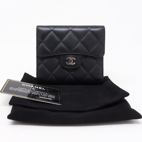 Small Classic Flap Wallet Black Leather