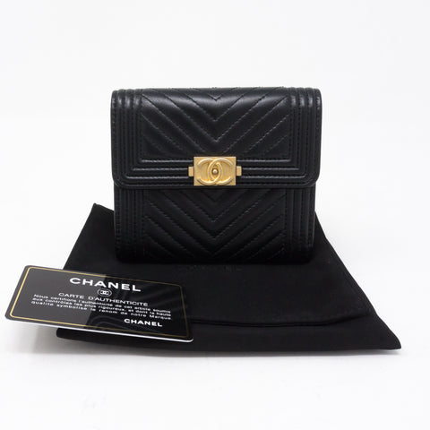 Small Classic Flap Boy Wallet Chevron Black Leather