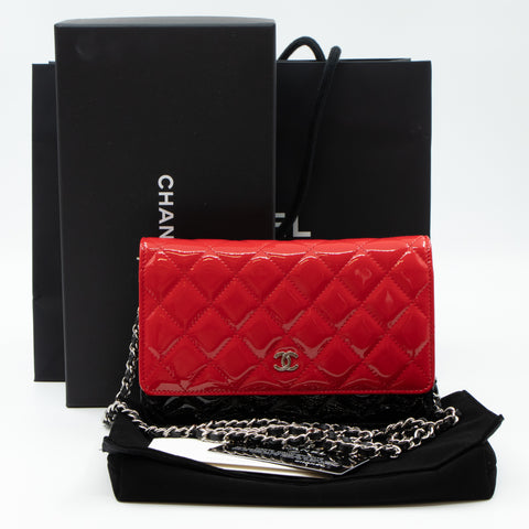 Classic Wallet On Chain Black Red Patent Leather