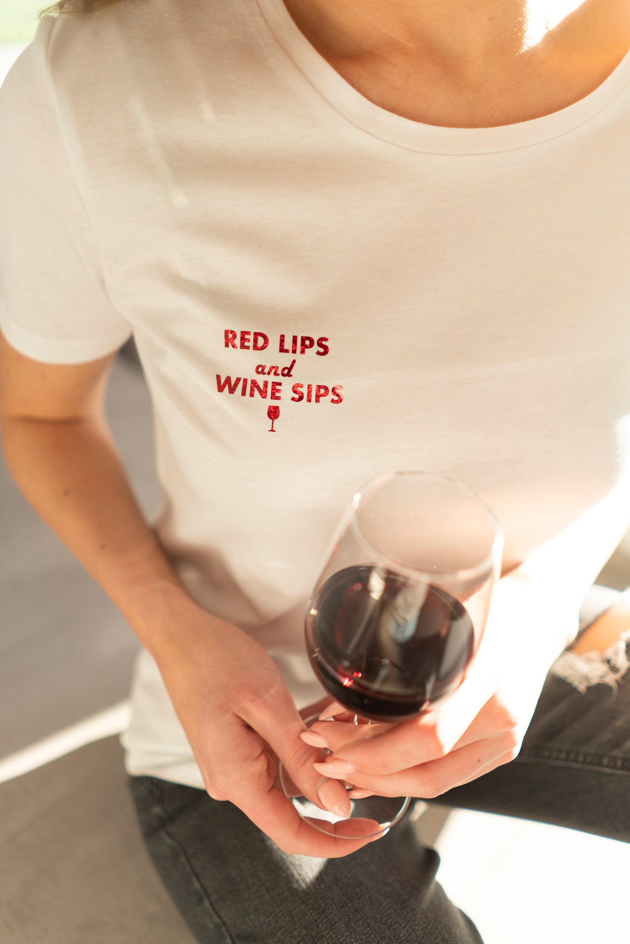 RED LIPS AND WINE SIPS T-SHIRT WHITE