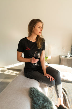 RED LIPS AND WINE SIPS T-SHIRT BLACK