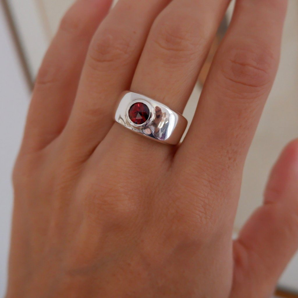 Charley Ring in Garnet