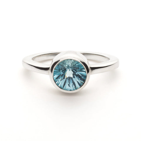 Lang Ring in White Topaz