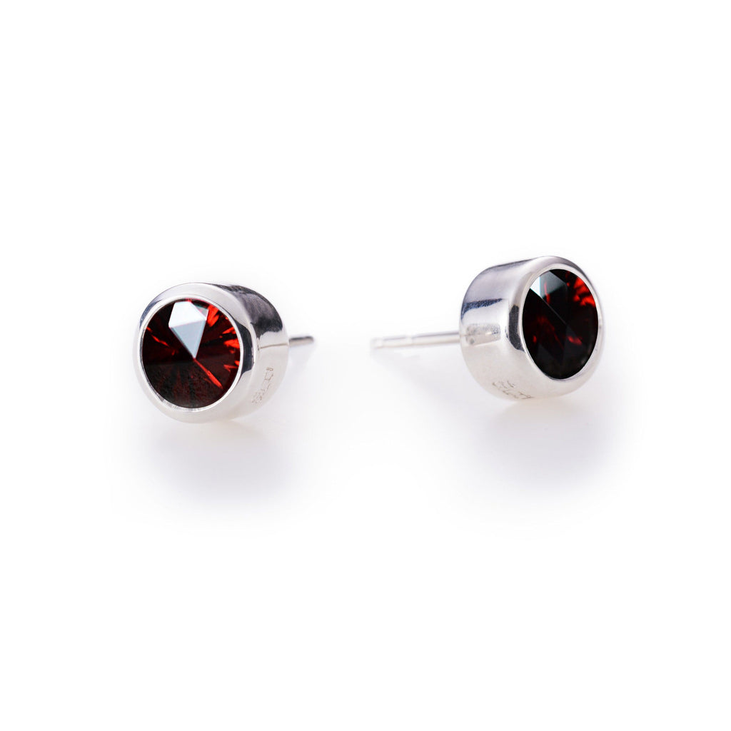 Lang Stud Earrings in Garnet