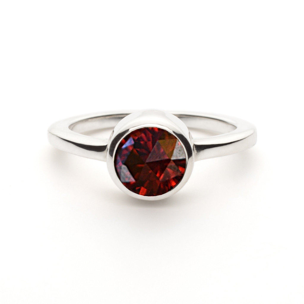 Lang Mini Ring in Garnet
