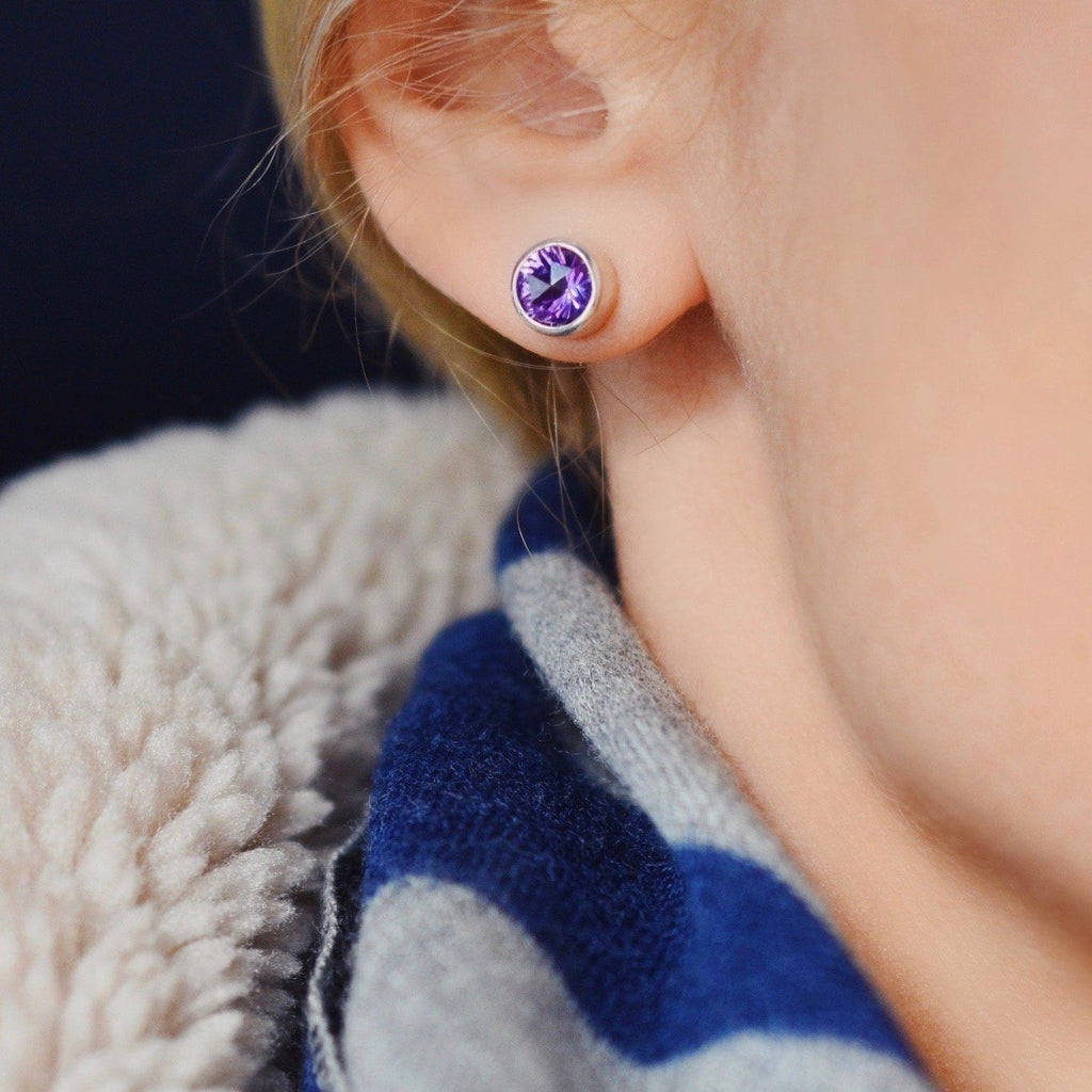 Lang Stud Earrings in Amethyst