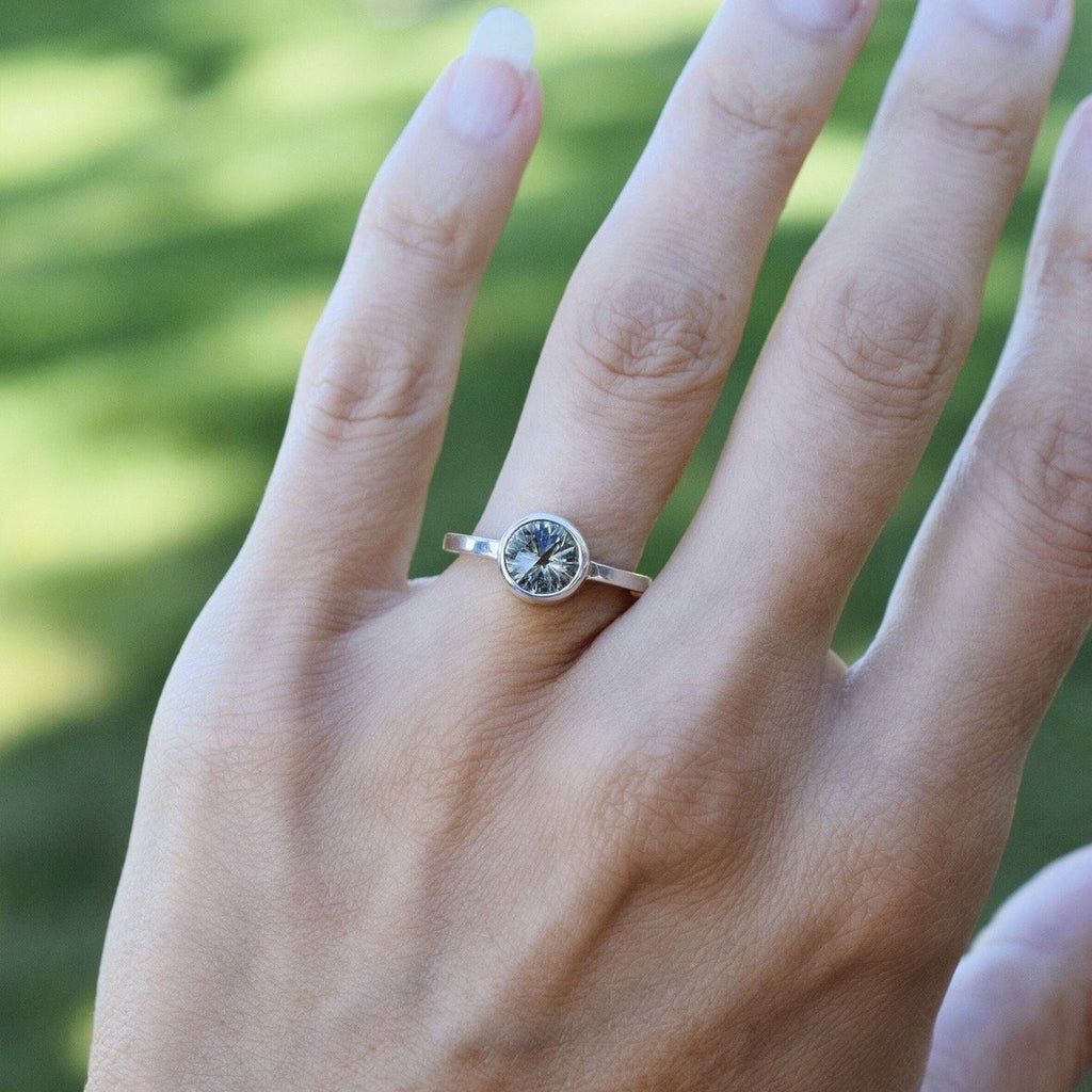 Lang Mini Ring in Green Amethyst