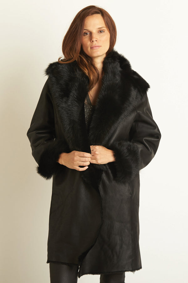 Image: Toscana Oversized Sheepskin Coat | Black