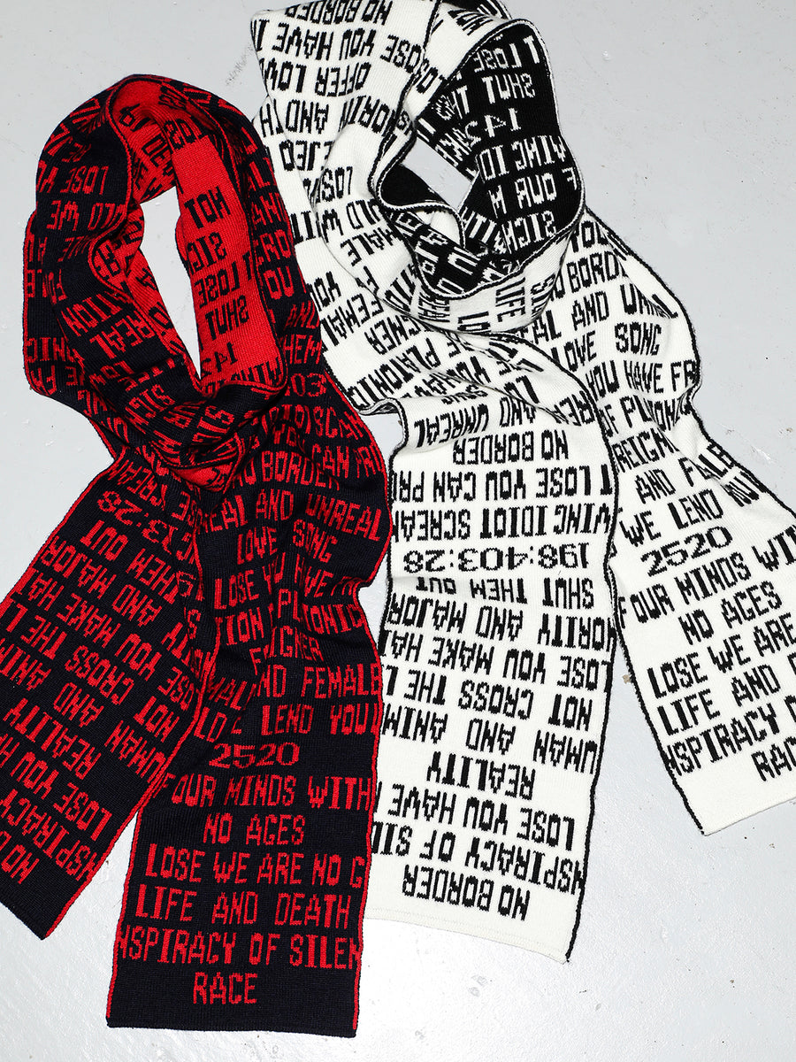 Quotes Jacquard Long Knit Scarf NVYxRED