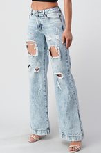 Load image into Gallery viewer, DISTRESSED WIDE LEG BOYFRIEND JEAN