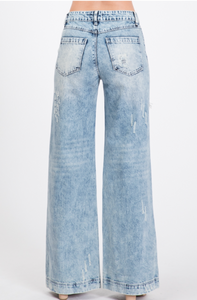 DISTRESSED WIDE LEG BOYFRIEND JEAN