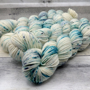 I am a Force (Merino DK, speckled variegated)