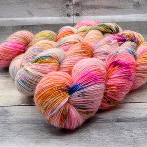 Bright-Bow - (Simple Sock - variegated, speckle) - full fluorescent spectrum, a bright rainbow
