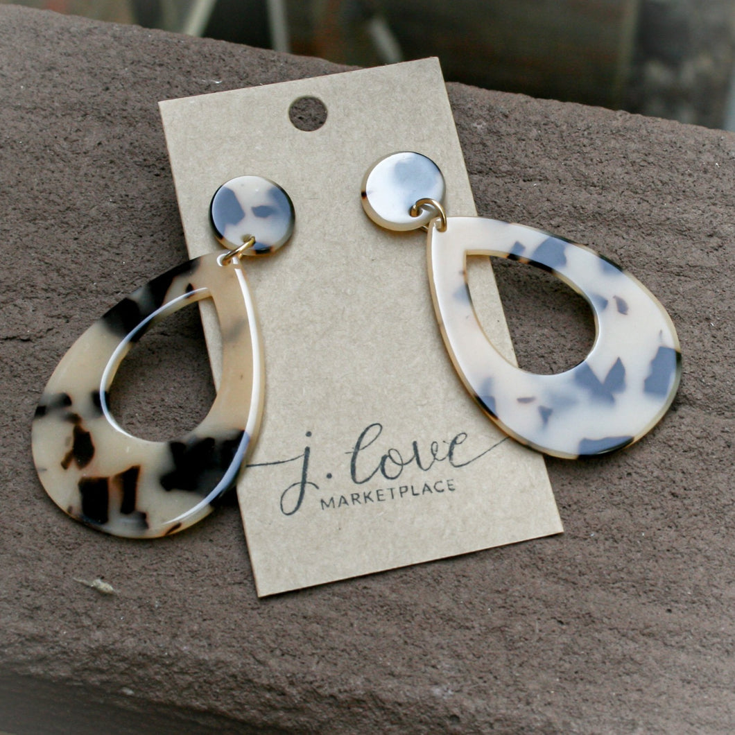 """Bree"" Blonde Tortoise Shell Earrings"
