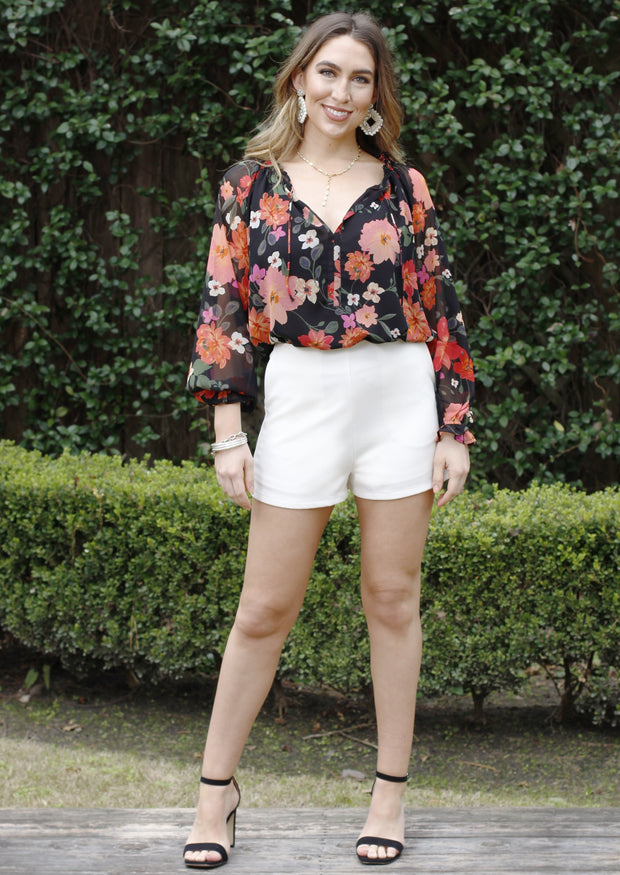 SIMPLY CHIC SHORTS - OFF WHITE