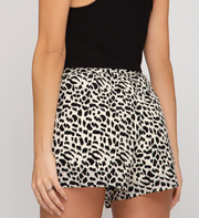 LEOPARD ALL THE WAY BELTED SHORTS