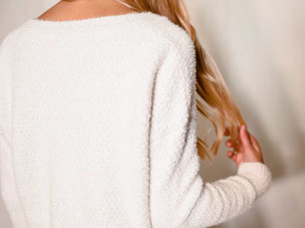 WARMEST EMBRACE WHITE SWEATER