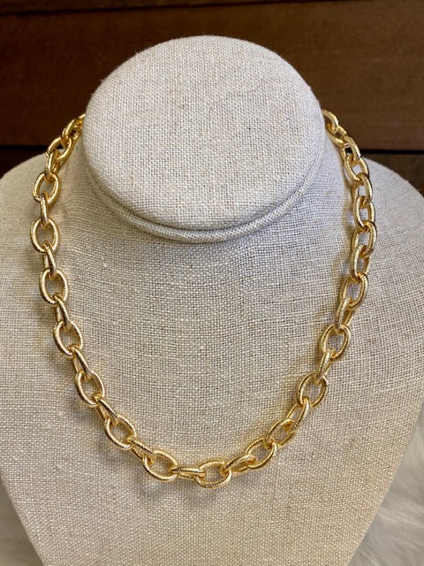 JENNIFER HAMMERED GOLD NECKLACE