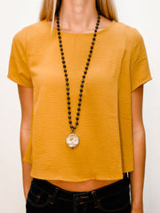 MC JOSEFINA BLACK STONE SHELL NECKLACE