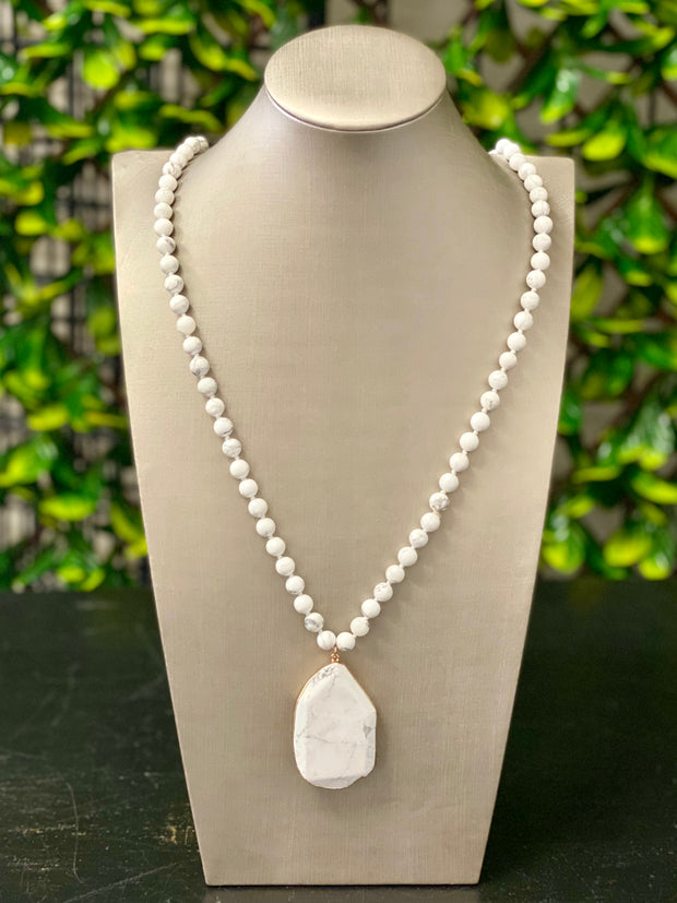 MICHELLE WHITE MARBLE NECKLACE