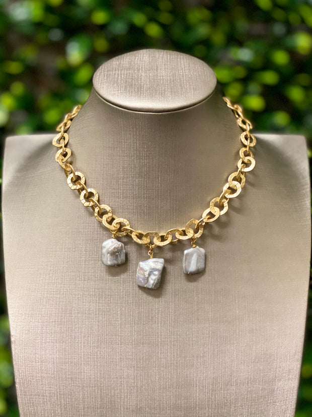 SHORT PEARL NECKLACE