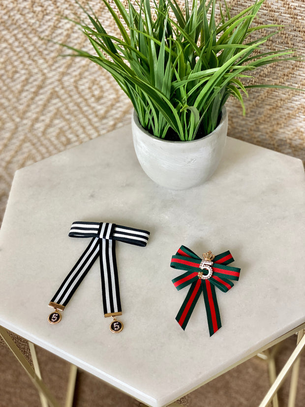 STRIPED BROOCH PIN