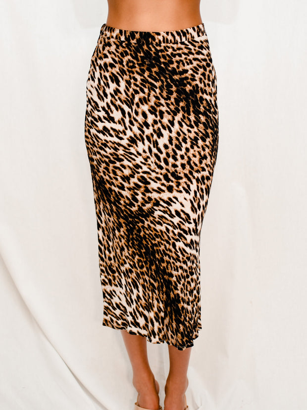 ON NOTICE MIDI SKIRT