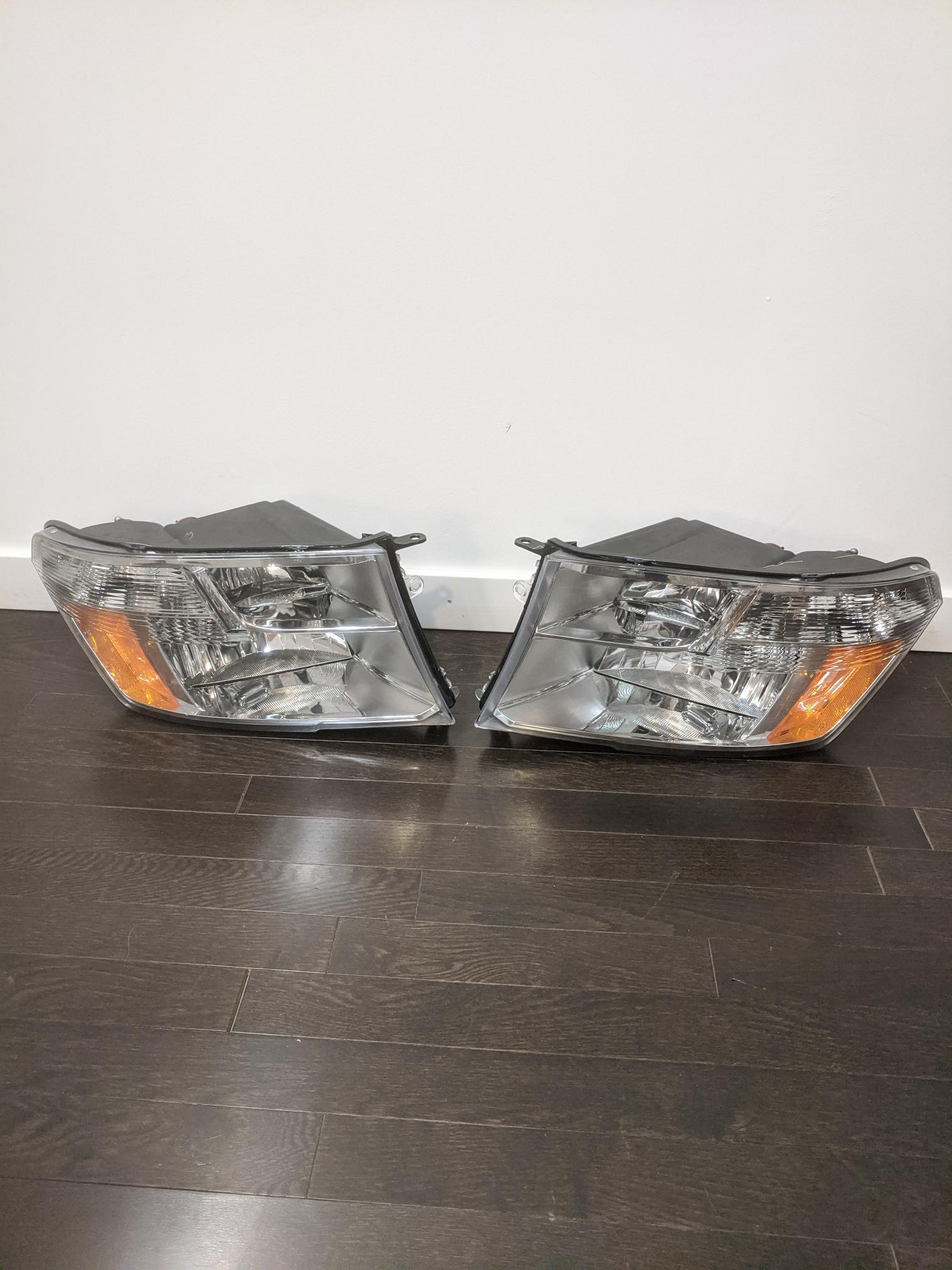 09-14 Dodge OEM Magna RAM  Headlight assembly 50693B 09ds